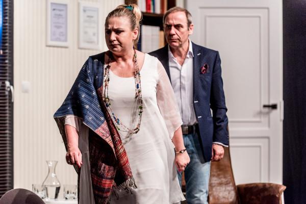 """W piątek, 27 marca, premierę online będzie miała bardzo dobra komedia Gdyńskiego Centrum Kultury - """"Zacznijmy jeszcze raz"""" w reżyserii Tomasza Sapryka, jednego z aktorów przedstawienia."""