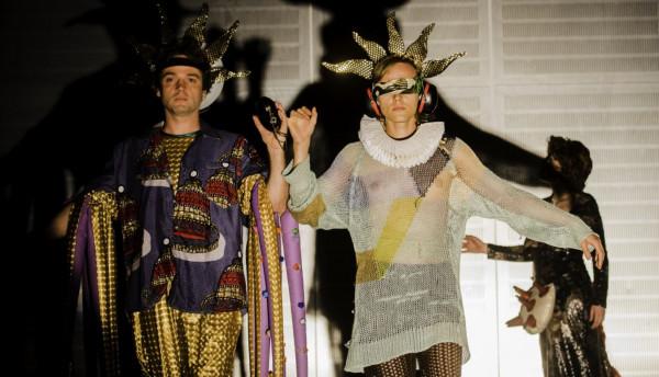 """Nowy Teatr w Warszawie w niedzielę w południe prezentuje kolejne tytuły ze swojego repertuaru. Po """"Nancy. Wywiad"""" czas na """"Jezusa"""" w reżyserii obiecującego Jędrzeja Piaskowskiego. Tytuł dostępny będzie w niedzielę i poniedziałek 29-30 marca."""
