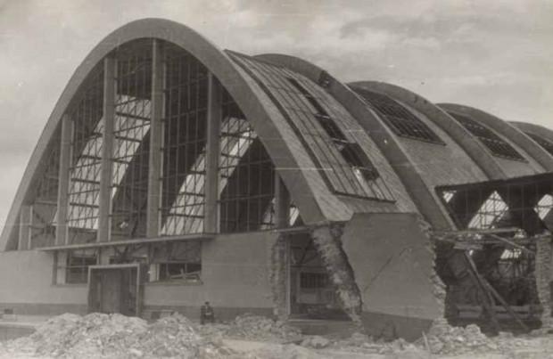 Zniszczenia hali warzywnej w 1945 roku (ze zbiorów muzeum Miasta Gdyni).