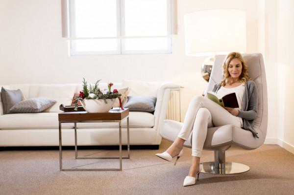"""Niezależnie czy szukamy """"salonowego indywidualisty"""" czy skromnego w formie fotelika, przemyśleć trzeba spokojnie: do czego fotel ma nam służyć. Dopiero z tą wiedzą można zacząć poszukiwania."""