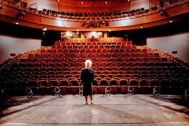 """Dzięki """"Kulisom Wybrzeża"""" będzie można zajrzeć w różne zakamarki Teatru Wybrzeże i poznać miejsca, do których widzowie nie mają wstępu. Materiały wideo publikowane będą we wtorki i piątki."""