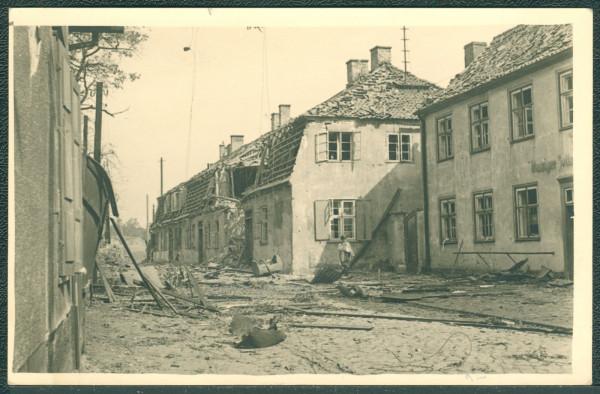 Zniszczony budynek Gdańskiego Urzędu Celnego w Nowym Porcie we wrześniu 1939 r. Zniszczenia spowodował niemiecki torpedowiec ostrzeliwujący pozycje Polaków na Westerplatte (pociski przeleciały nad półwyspem) bądź samolot Luftwaffe, który bombardował Westerplatte 2 września.