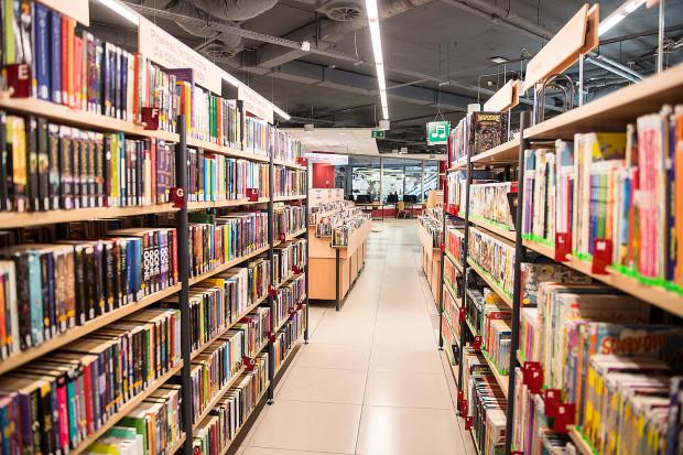 Wszystkie zbiory po powrocie do Biblioteki Manhattan zostaną poddane 72-godzinnej kwarantannie.