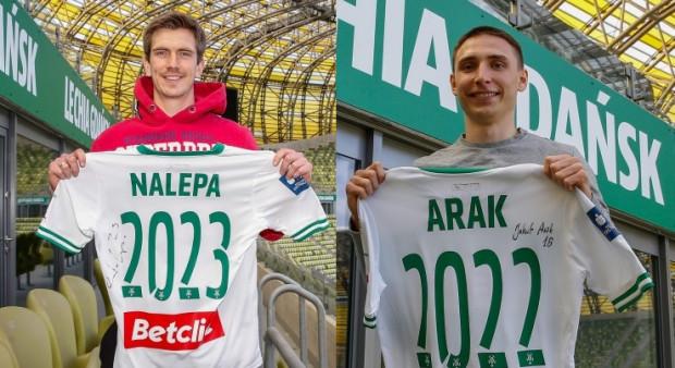Michał Nalepa i Jakub Arak zostają w Lechii na dłużej.