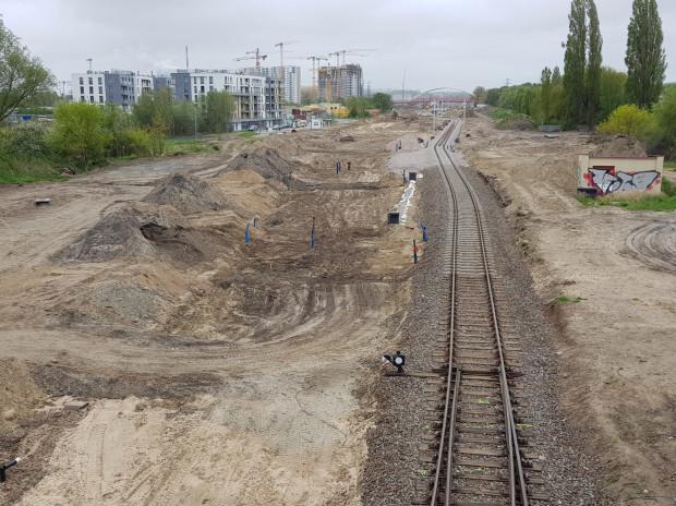 Ostatnie pociągi z pasażerami pojechały przez Letnicę do Nowego Portu w 2005 r. Kilka miesięcy temu linia została rozebrana, obecnie modernizację przechodzi linia dla pociągów towarowych.