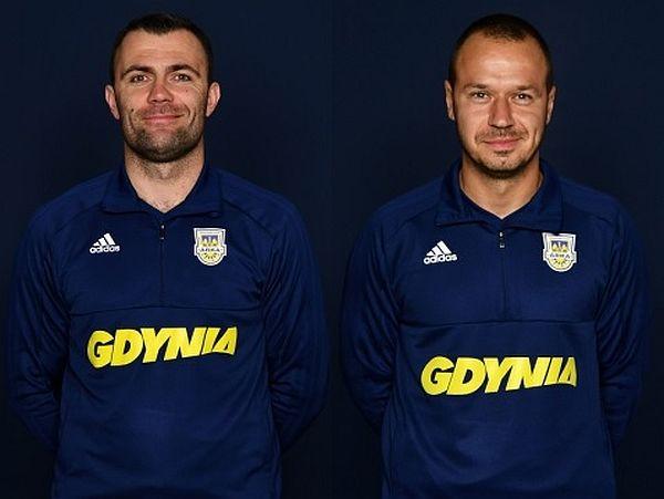Arka Gdynia zmienia sztab szkoleniowy. Krzysztof Sobieraj (z lewej), dotychczasowy pierwszy trener i Mihajlo Trajković zostali zwolnieni. Ireneusz Mamrot ma zgodę na zatrudnienie 2-3 soich współpracowników.