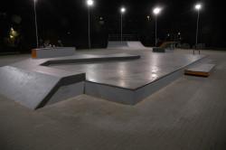 Odnowione skateparki w Gdyni mogłyby wyglądać mniej więcej jak niedawno zbudowany obiekt w Redzie, z którego korzysta wielu gdyńskich skaterów.