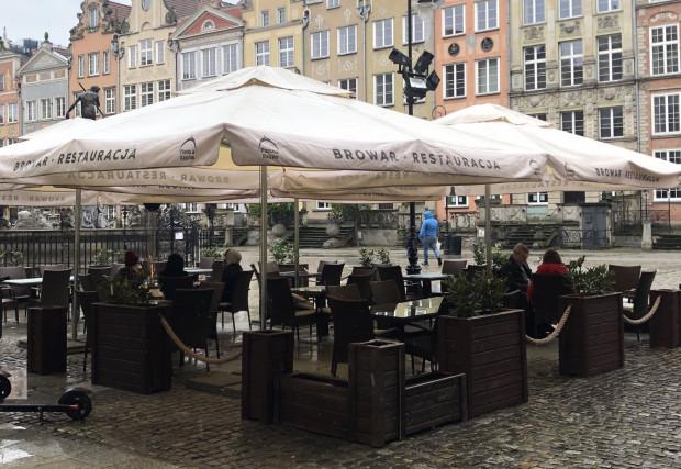 W poniedziałek w gdańskich restauracjach przebywały głównie dwie lub cztery osoby.