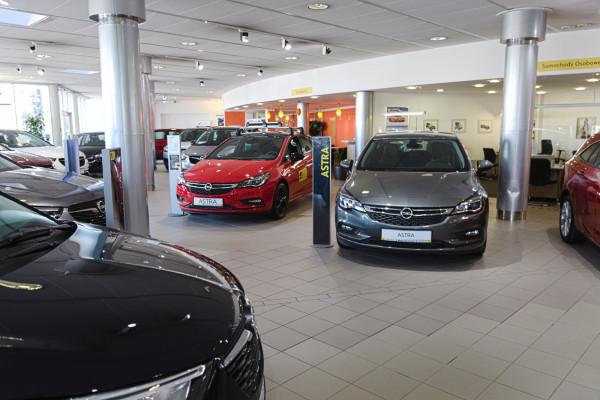 Przesunięcia w dostawach nowych aut są raczej nieznaczne.