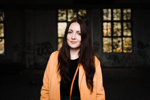 """Ewa Przydryga to mieszkająca w Gdyni autorka thrillerów psychologicznych. W tym tygodniu ma miejsce premiera jej trzeciej książki pt. """"Bliżej, niż myślisz""""."""