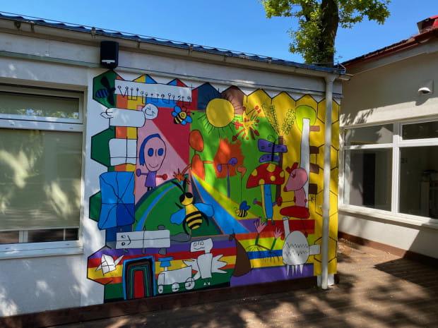 Gotowy mural będzie przez długie lata zdobił ścianę przedszkola.