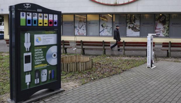 Całodobowe kosze na elektrośmieci w Sopocie stoją od 2018 r. Radni apelują o taką samą inicjatywę w Gdańsku.
