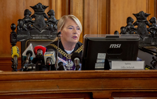 Proces dotyczący afery Amber Gold prowadziła sędzia Lidia Jedynak. Mimo obszernego materiału dowodowego postępowanie prowadzone było sprawnie.