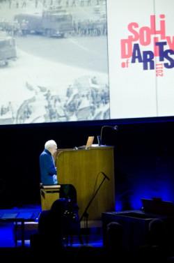 """Mózg Rewolty Organowej, Jean Guillou, rozpoczął koncert od improwizacji do filmu dokumentalnego o historii """"Solidarności"""""""
