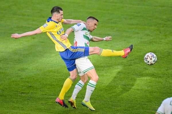 Strzelone dwa gole w derbach Trójmiasta, pozwoliły Marko Vejinoviciowi (z lewej) na objęcie prowadzenia w klasyfikacji strzelców Arki Gdynia w tym sezonie.