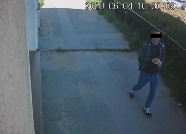 Ten mężczyzna, zdaniem policji, może mieć związek z napadem na placówkę bankową przy ul. Kartuskiej. Kilka dni po publikacji sam zgłosił się na policję.