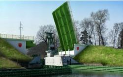 Tak będzie wyglądał most zwodzony nad północną śluzą w Przegalinie w maju 2012 r.
