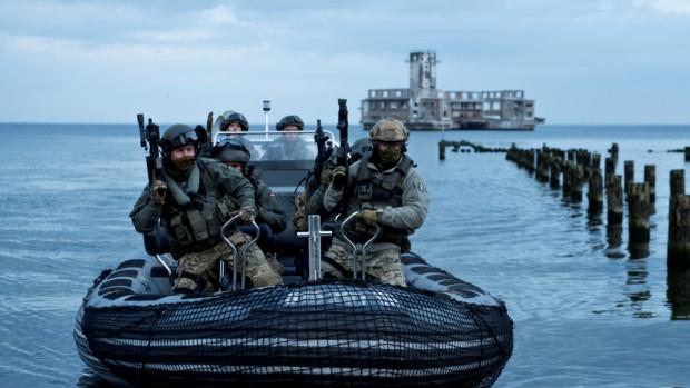 """""""Sloborn"""" to ośmioodcinkowy serial ZDF, do którego zdjęcia kręcono m.in. w Pucku i Gdyni. Produkcja opowiada o mieszkańcach małej wyspy na Morzu Północnym, którzy muszą stawić czoła śmiertelnej zarazie."""
