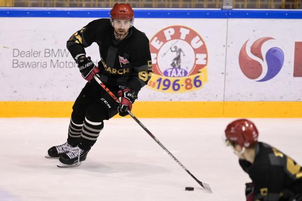 Mateusz Rompkowski opuścił Gdańsk w 2011 roku, gdy Stoczniowiec wycofał się z rozgrywek. Teraz już bagażem medali zdobytym w innych klubach, wraca razem z nim do PHL.
