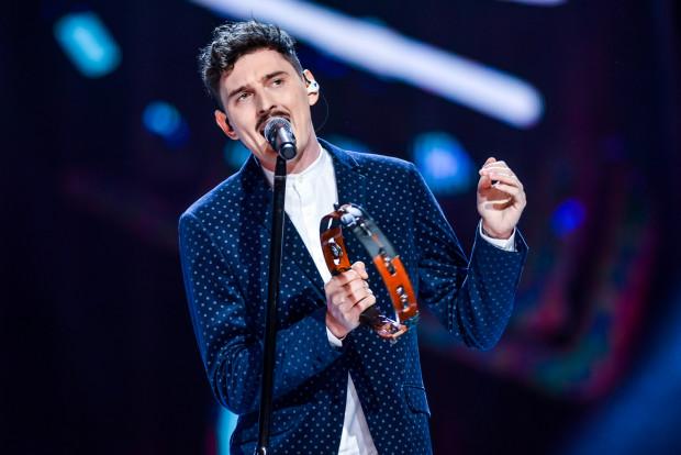 Artyści zagrają na koncercie za darmo. Na zdjęciu: Dawid Podsiadło podczas koncertu w Operze Leśnej w Sopocie w 2017 roku.