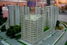 Najniższy budynek Centralparku różni się nie tylko wysokością, ale także w znacznym stopniu architekturą.