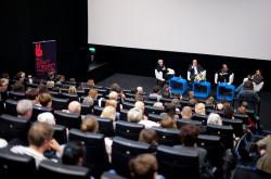Ważnym elementem festiwalu były dyskusje i spotkania z twórcami filmów, w tym z reżyserką Agnieszką Holland.