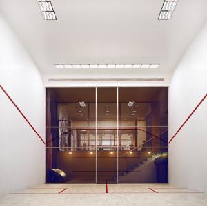 Jedyna w Trójmieście wewnątrzosiedlowa sala do squasha na osiedlu Oliwa Park w Gdańsku.