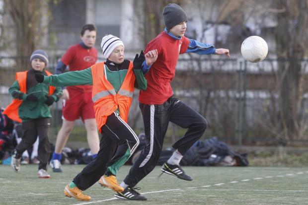 W piłkę nożną lubimy grać nawet w grudniu. Do sobotniej rywalizacji przystąpiło aż 90 zespołów.