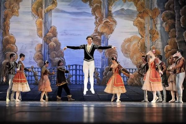 Zespół Moscow City Ballet przyjechał do Trójmiasta w mocnym składzie, z Talgatem Kozhabayevem (w powietrzu) w roli głównej.