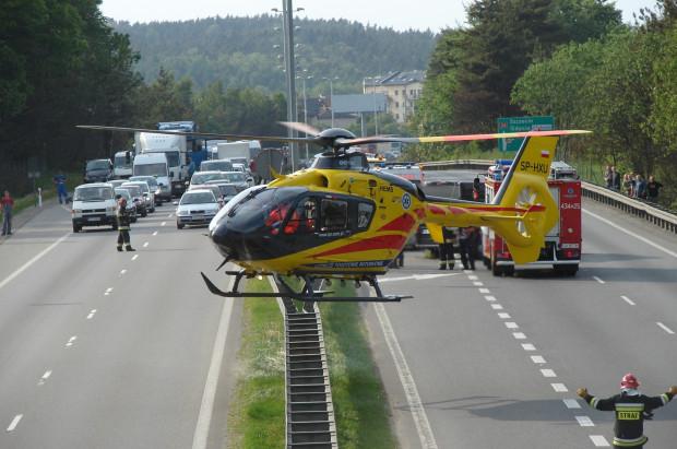 27 maja 2011 r. Lądowanie helikoptera z zespołem ratowniczym na obwodnicy w Karwinach.