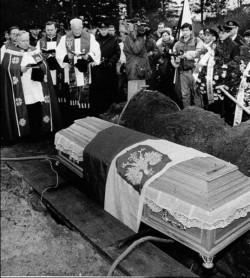 Pogrzeby ofiar miały uroczystą oprawę.