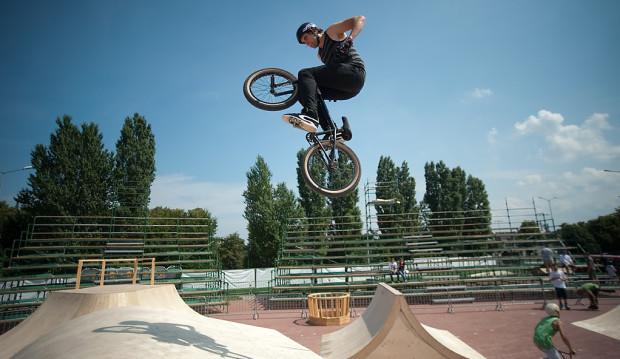 W programie imprezy najważniejsze pozostaną konkurencje związane z deskorolką, rolkami i rowerami BMX.