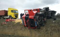 Skutki wypadku na drodze krajowej nr 7 w Przejazdowie.