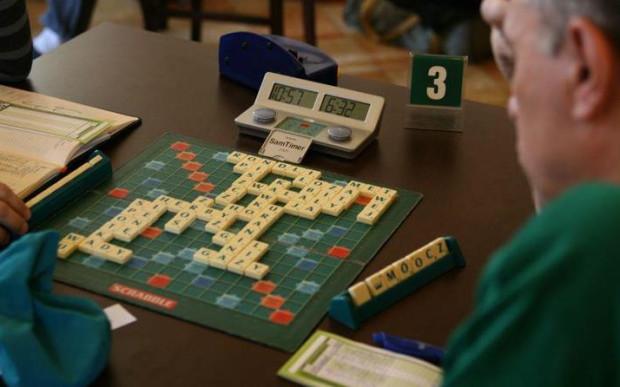 Żeby odnieść sukces w Scrabble, najlepiej układać jak najdłuższe wyrazy.