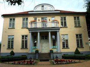 Dwór Młyniska powstał na początku XVIII wieku. Jest jedną z pamiątek po eksodusie bogatych gdańszczan na przedmieścia miasta.