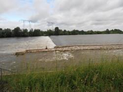 Przy elektrowni Saint Laurent, z powodu konieczności budowy progu na rzece, dla ryb wykonano osobną przepławkę. Często polują przy niej ptaki.