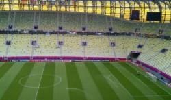 Murawa gdańskiego stadionu jest zraszana już teraz (godz. 12.40), ale będzie zroszona także tuż przed meczem, oraz w przerwie.