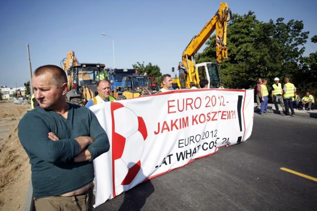 Poniedziałkowy protest budowlańców na ul. Kościuszki.