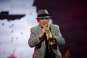 """Tomasz Stańko był gospodarzem tegorocznego koncertu z cyklu """"+"""". Koncert był dla niego również okazją do podwójnego świętowania - 50-lecia pracy artystycznej i 70-rocznicy urodzin."""