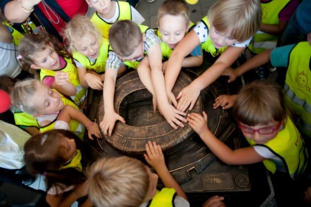 Jako pierwsze makietę gdańskiego stadionu przetestowały przedszkolaki z przedszkola nr 35, wśród których są też dzieci niedowidzące.