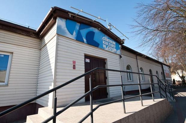 Centrum Kultury w Gdyni, przy ul. Łowickiej 51 w Małym Kacku z roku na rok coraz bardziej rozwija swój program artystyczny. Regularna scena teatralna CK Gdynia staje się półprofesjonalna, stąd nowa nazwa - Scena SAM.