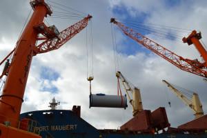 Statek MV Port Maubert przypłynął do Gdyni z Chin, a ładunek finalnie trafi w okolice Darłowa. 100 elementów, jakie przypłynęły do BCT to głównie sekcje, które stanowią trzon konstrukcji wiatraka.