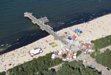 Gdańskie molo znajduje się w Brzeźnie. Zaspa, do której prowadzi szeroka promenada nie graniczy nawet z wodami Zatoki Gdańskiej.