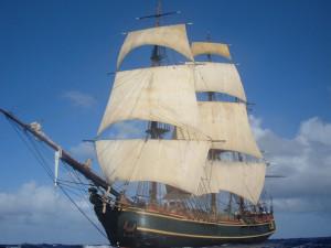 Tak prezentował się HM S Bounty pod pełnymi żaglami.