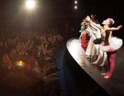 Zgromadzonych na gali gości bawili artyści trójmiejskich grup teatralnych.