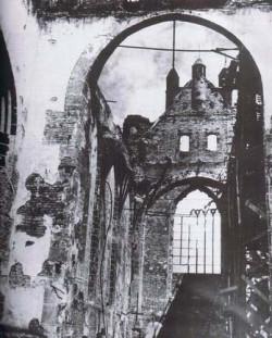 Tak wyglądał kościół po pożarze w 1945 r.