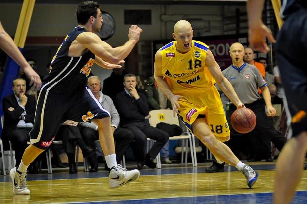 Start sensacyjnie zwyciężył w derbach Gdyni. 15 punktów dla zespołu Davida Dedeka zdobył Tomasz Wojdyła (na zdjęciu). Taką samą zdobycz zanotował Maciej Kucharek, którego zwycięski rzut przesądził o sukcesie gospodarzy.