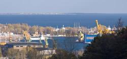 Widok na port i Hel z Horyzontów Gdyni (zbliżenie).
